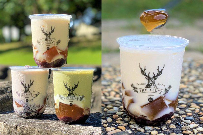 中杯限定「原味紫米酸奶」北部售價70元、中南部為65元;「抹茶紫米酸奶」及「白桃烏龍紫米酸奶」北部為75元,中南部70元。圖/鹿角巷提供