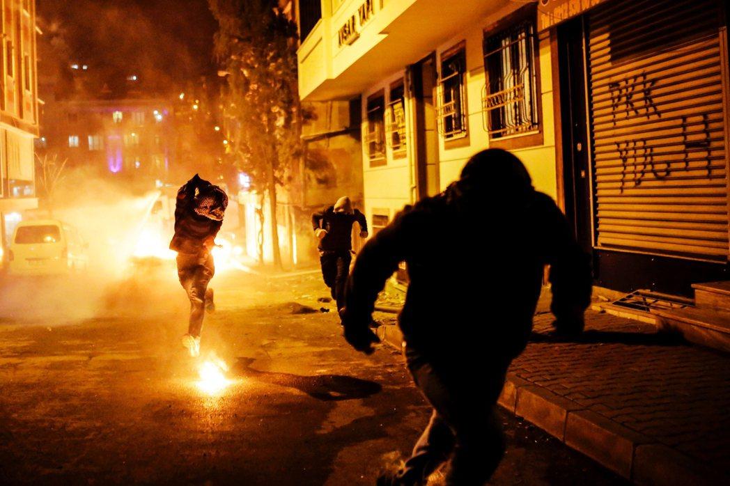 2016年的土耳其未遂政變後,厄多安又決定讓夜巡者系統起死回生。圖為2016年,...