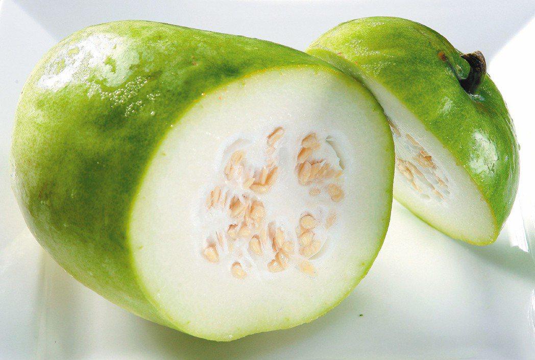 冬瓜,在豔陽高照的夏日吃最聰明,這時產的冬瓜品質優,瓜肉飽滿汁豐,不趁現品嘗,更...