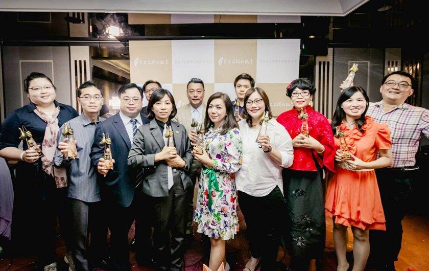 台灣百大品牌故事的企業主們合影。 華品影視/提供