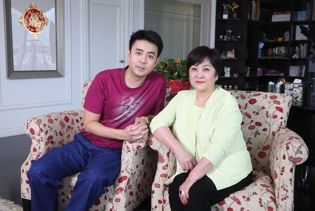 甄珍(右)與兒子劉子千感情極好。 圖/本報系資料照片