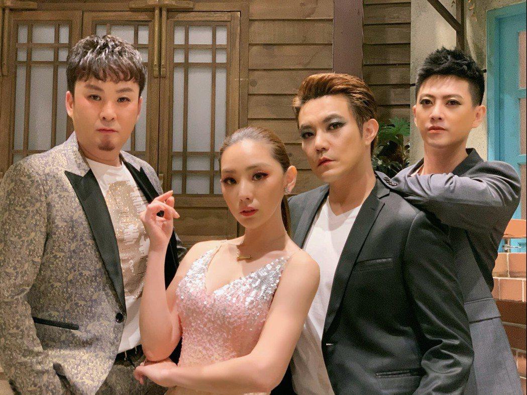 紅毛(左起)、賴芊合、余政鴻、成亮澄近期組「痞子嬌娃」拍攝網路短片。圖/民視提供