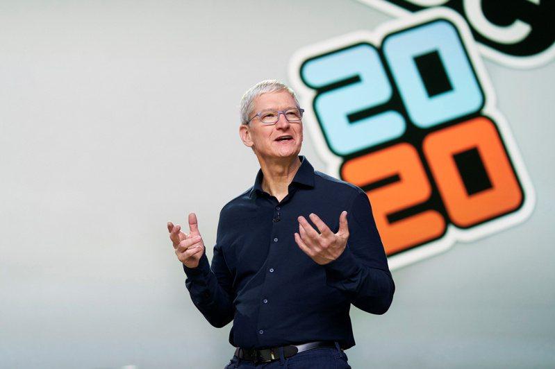 蘋果執行長庫克在WWDC 2020大會宣布,未來Mac電腦將採用自家一發的Apple Silicon晶片。 路透