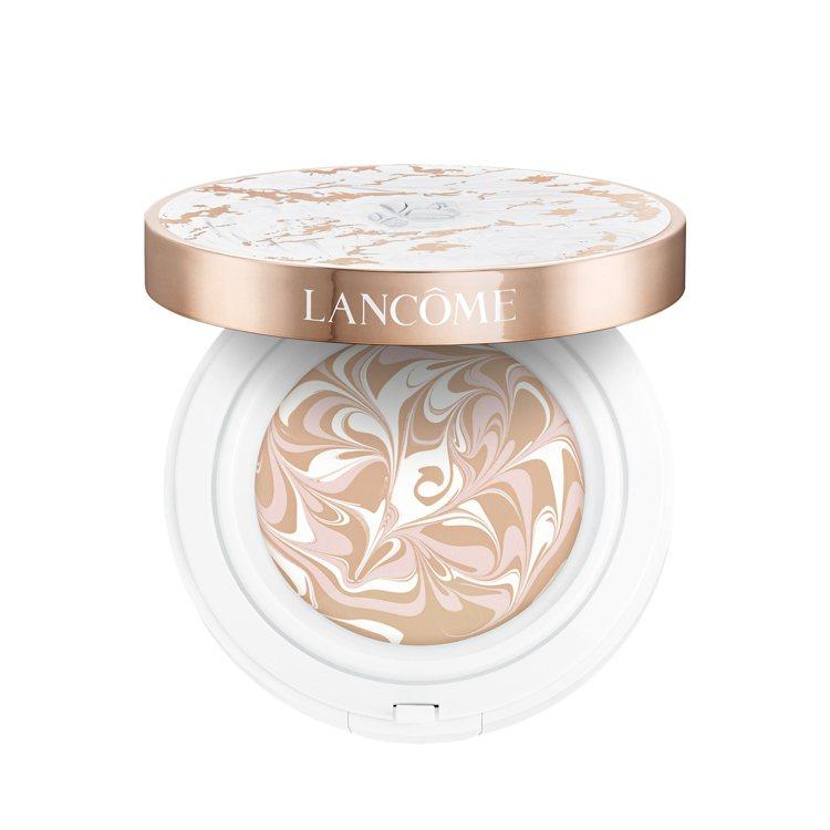 超極光精華水粉霜,1,900元(粉蕊+粉盒)。圖/蘭蔻提供