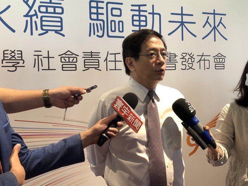 台灣大學昨公布國立大學第一本大學社會責任(USR)報告書,校長管中閔也宣示減碳目標。記者章凱閎/攝影