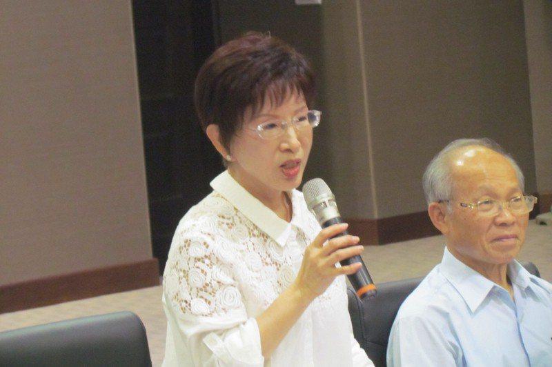 國民黨主席洪秀柱(左)的爸爸洪子瑜,也是白色恐怖的被害人。圖/聯合報系資料照片