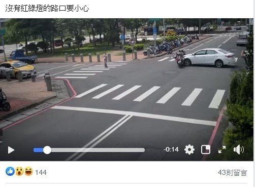 台中市東區旱溪二街、東光園路昨天下午發生一起機車、轎車都未減速禮讓,而發生的交通...