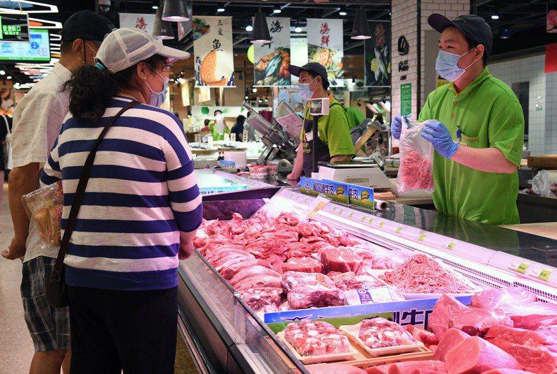 圖北京海淀一家超市的肉品區。(新華社)
