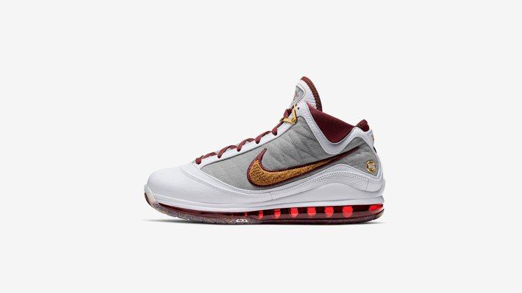 Nike LEBRON VII特別配色鞋,將於六月下旬上市。圖/Nike提供