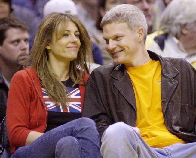 史提夫賓(右)與英國性感女星伊莉莎白赫利(左)曾有一段情。圖/路透資料照片