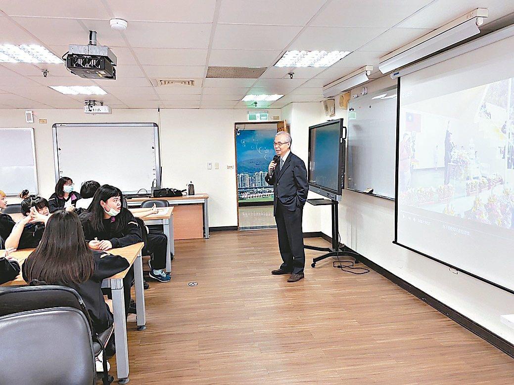 德明財經科大資訊學院因應數位、AI時代來臨,積極培育經貿、設計與資訊跨域人才。德...
