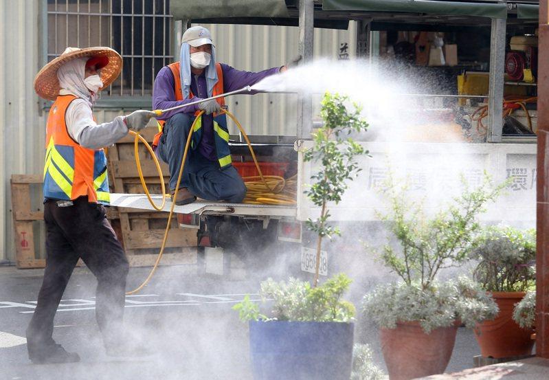 台灣研究團隊首度在台灣北部、中部的蚊子身上,發現人畜共通新興傳染病坦布蘇病毒,畜牧業者需多加留意環境清潔消毒工作。圖/本報系資料照片