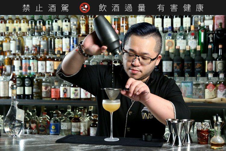 吳韋德除擅長以茶入酒,追求變化、在意細節的人格特質,使其調酒始終具有新鮮的變化感...