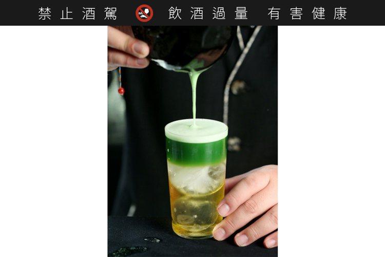 調酒「照葉林」是自日本經典調酒改版,呈現出抹茶的「umami」鮮味。記者余承翰/...