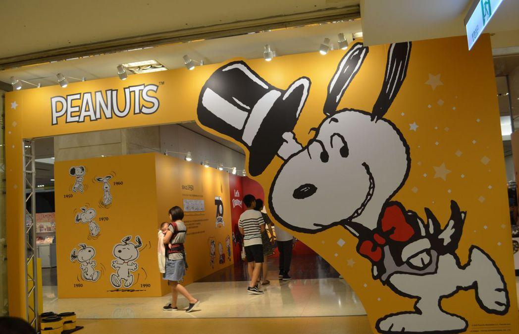 新光三越台南新天地推出《花生漫畫/史努比70週年巡迴展》。  陳慧明 攝影