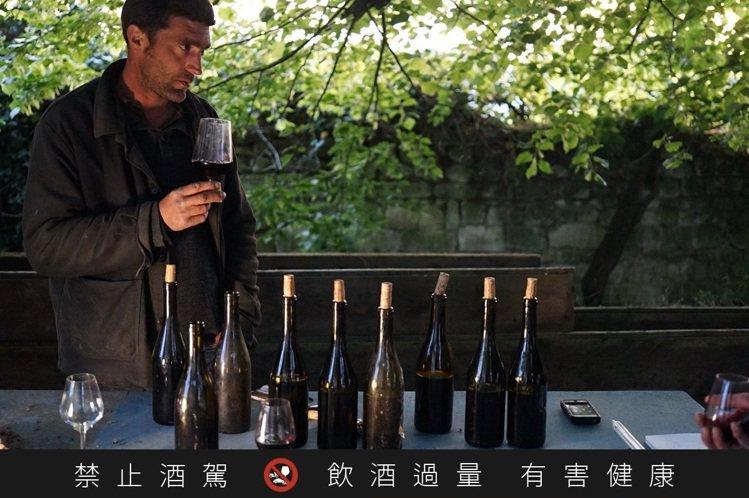 現在高級葡萄酒中,釀酒師幾乎言必稱風土,甚至自稱是風土的僕人。圖/林裕森提供 ...