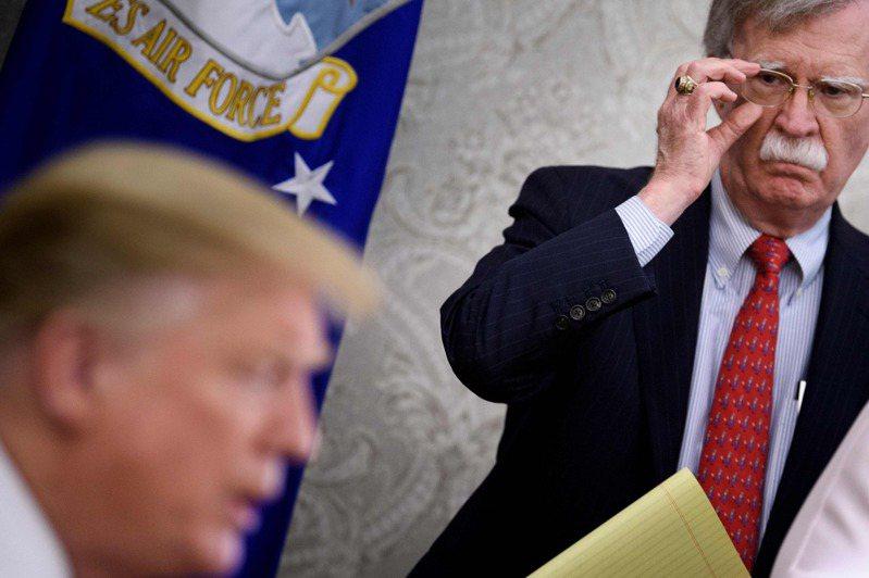 白宮前國安顧問波頓新書爆料美國總統川普和土耳其總統艾爾段談話。 圖/法新社
