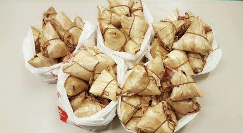 北部粽採用桂竹竹筍的筍殼,顏色偏黃而且有斑點,但質地硬挺。 圖/新北市政府提供