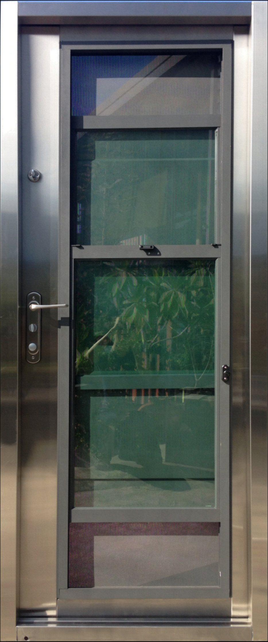 後門及陽台門樣式-鋼網二拉      仲遠門/提供