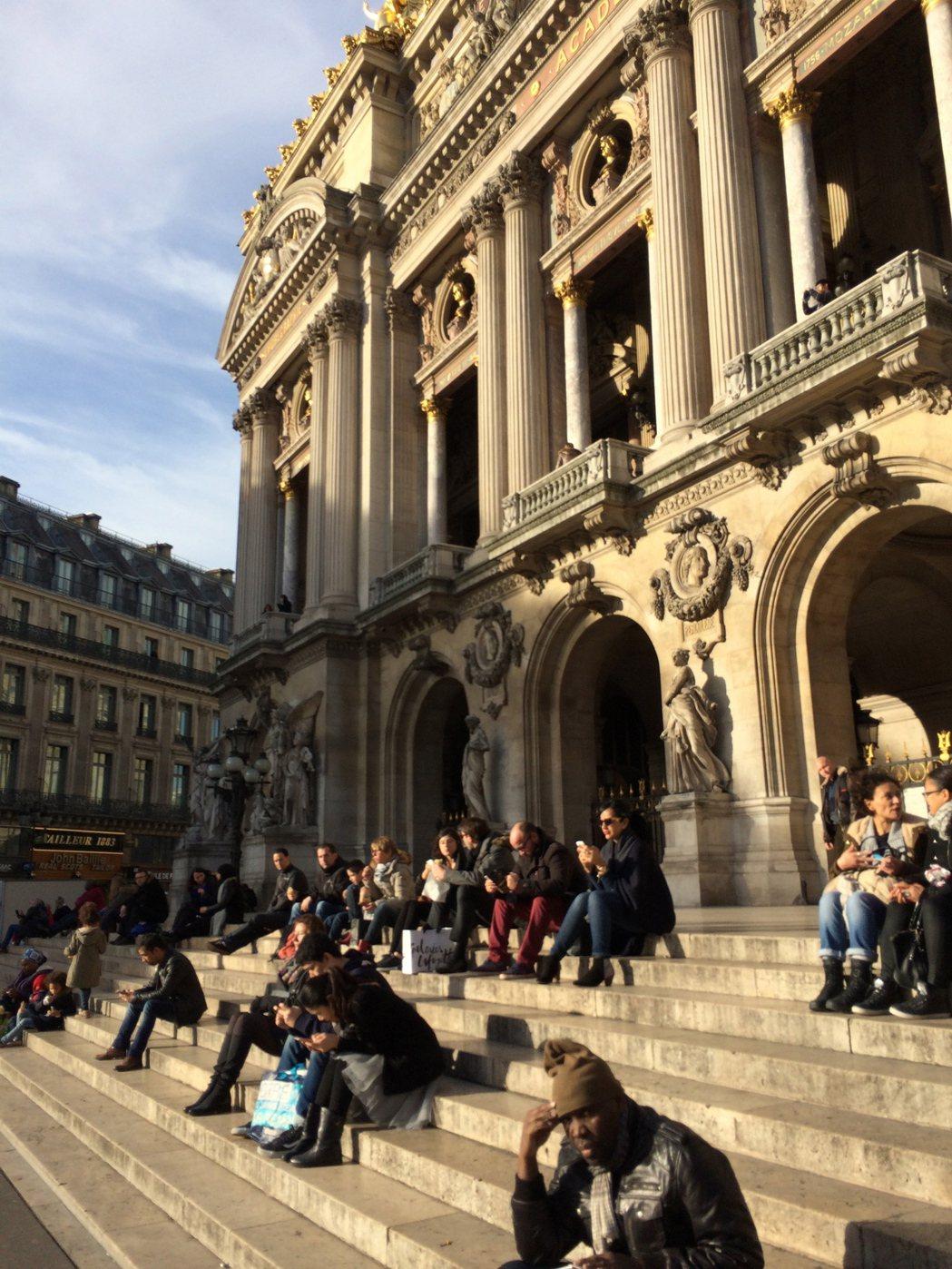 因為未曾真正居住過,所以對巴黎只有愛,沒有因為頻繁相處而滋生的「巴黎症候群」。 ...