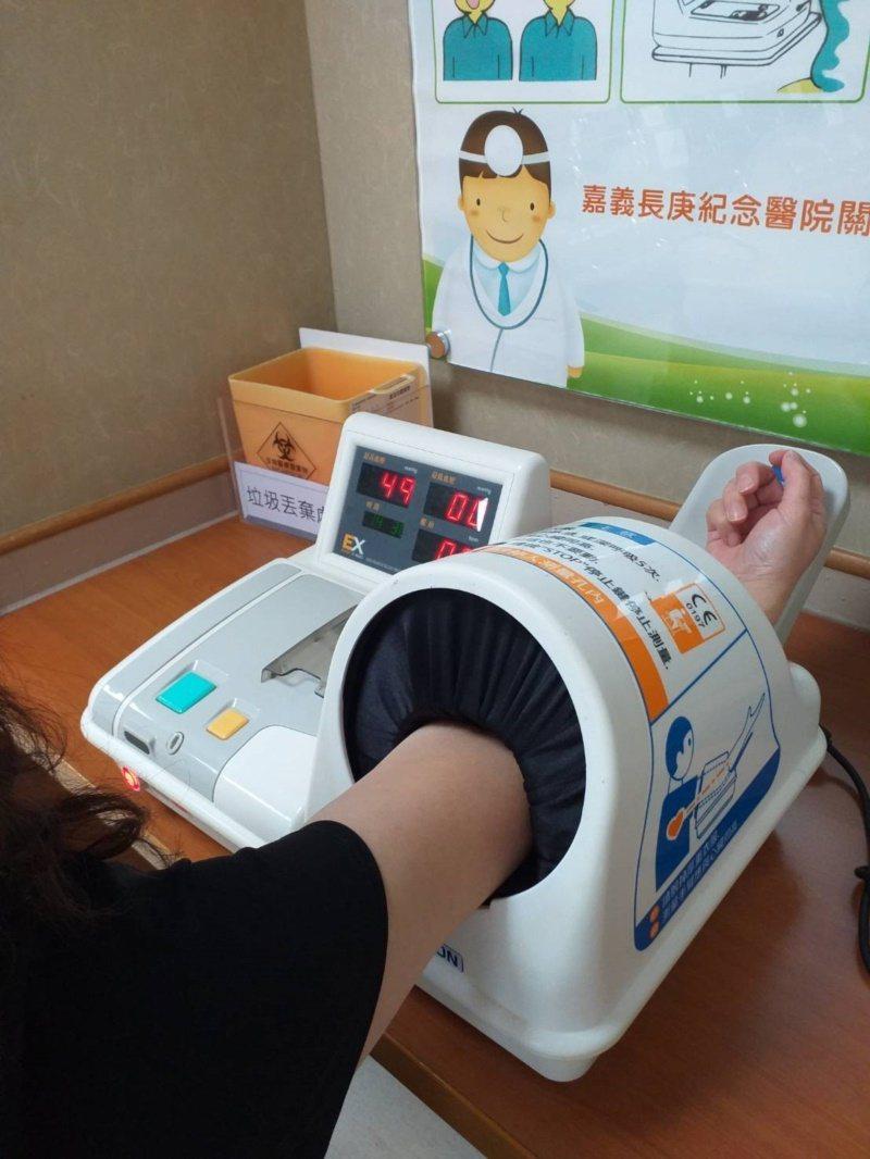 嘉義長庚心臟內科主治醫師曾宥翔,提醒民眾留意血壓變化。 圖/嘉義長庚提供