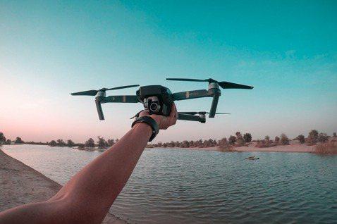 近年無人空拍機興起,價廉卻能產出高畫質影像。 圖/pexels