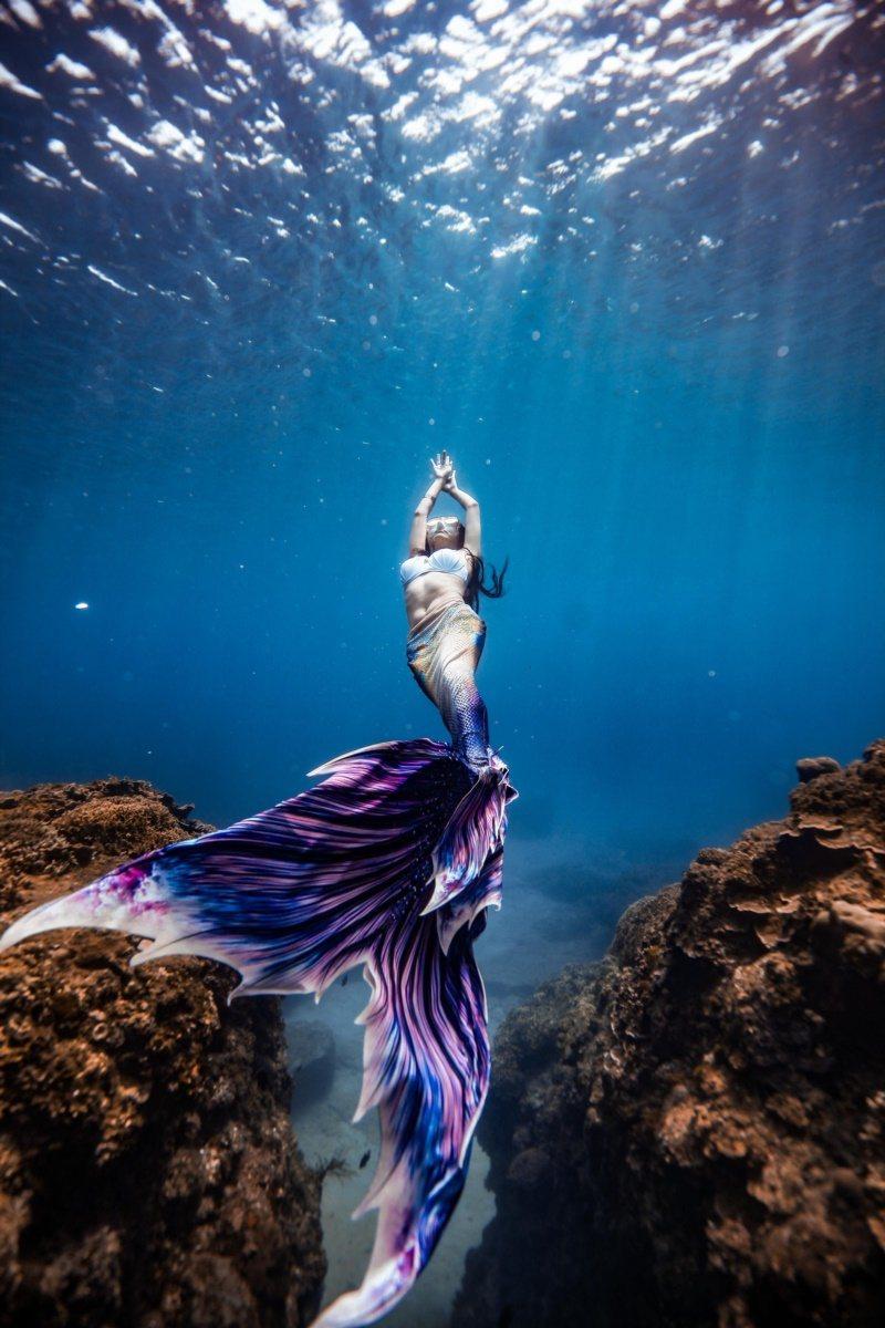 熱愛水下攝影的遊客,也有業者推出不同級的美人魚攝影體驗。 圖/讀者提供