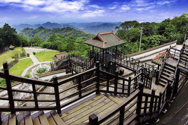 台南白河火山碧雲寺視野佳,可鳥瞰山下景致。 圖/台南市政府觀旅局提供