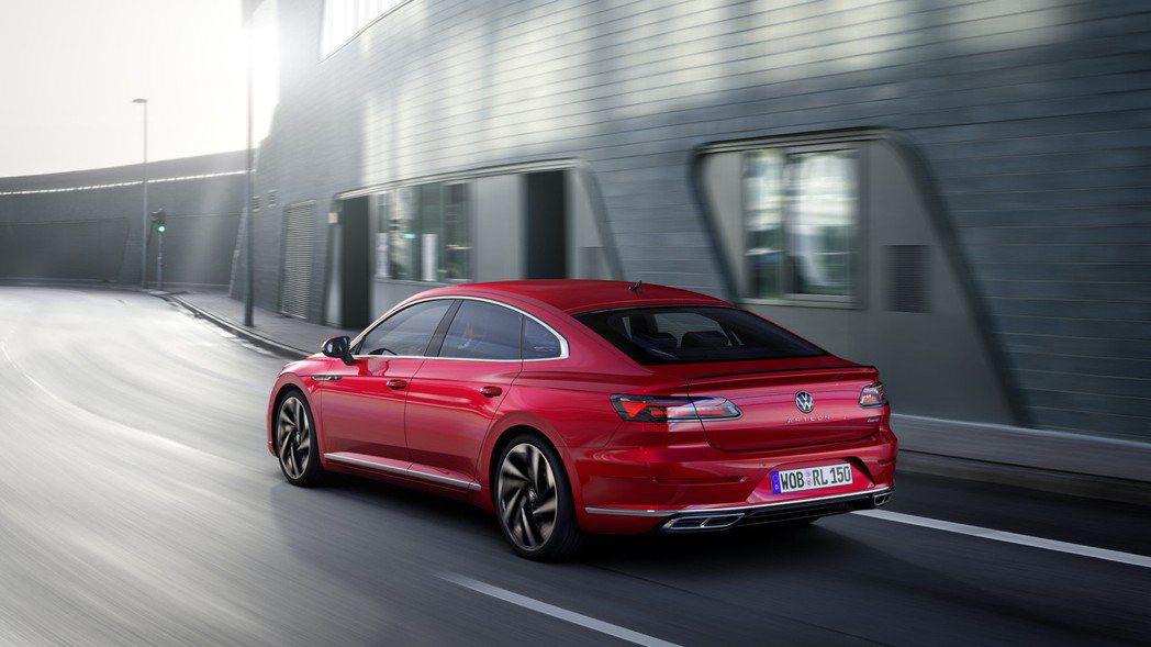 藉由小改款Arteon,Volkswagen為其導入車系首度擁有的eHybrid...