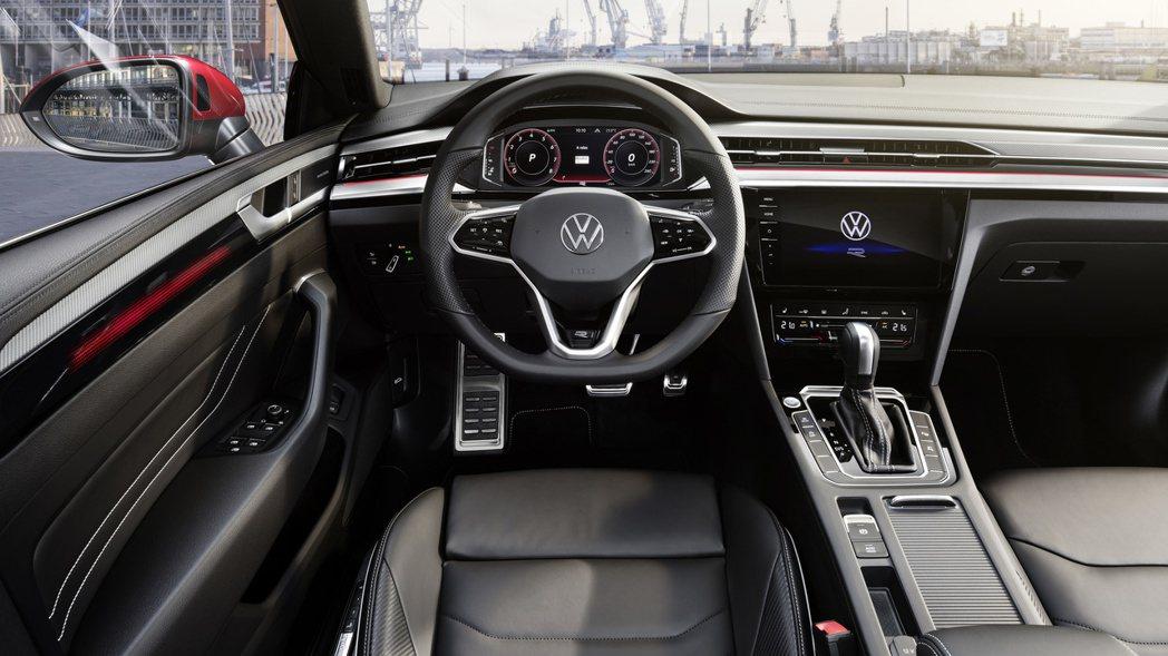 小改款Volkswagen Arteon在內裝做了些科技化的更新。 摘自Volk...