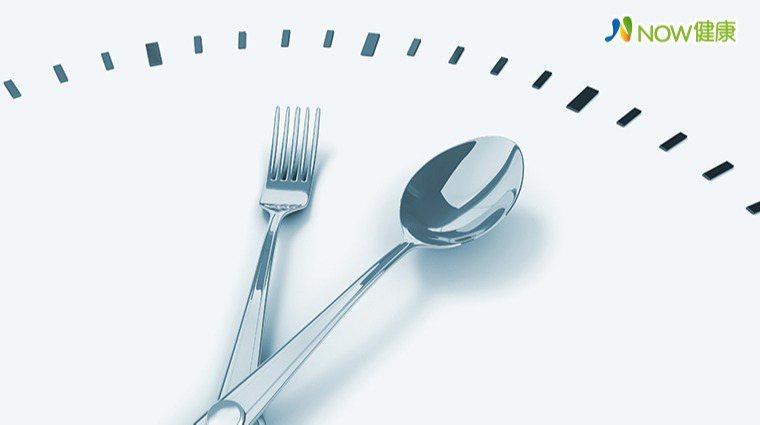▲如果每天攝取的總熱量相同,為什麼不能在睡前吃東西呢?(圖/ingimage)