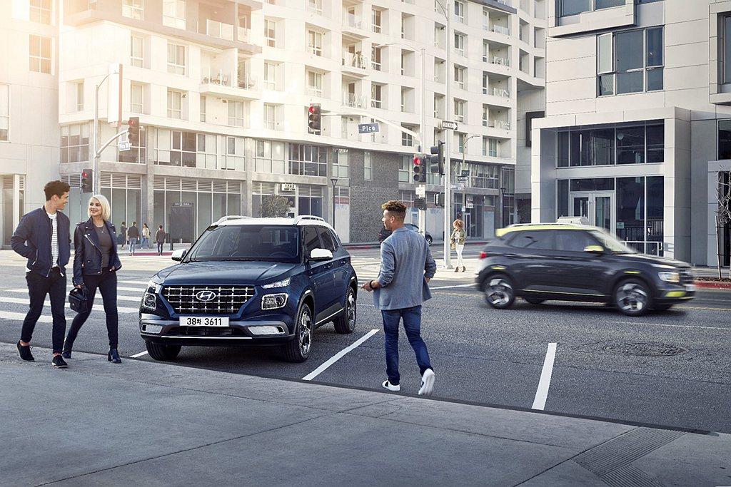 即將在台灣開賣的Hyundai Venue則提供三車型可選,預接單價自67.9萬...