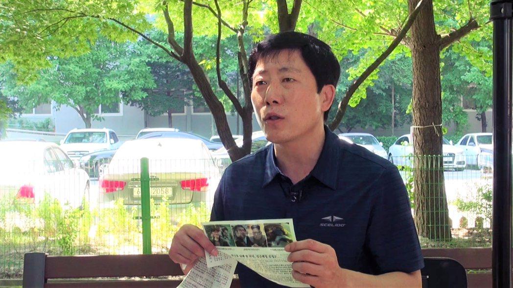 朴相學在首爾接受記者楊虔豪的訪問。他表示,北韓居民至今仍不清楚真相,所以要透過傳...