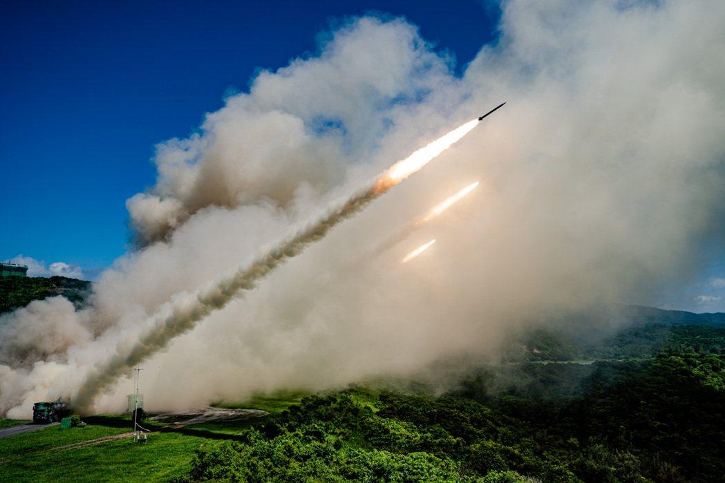 雷霆2000多管火箭系統。 圖/國防部