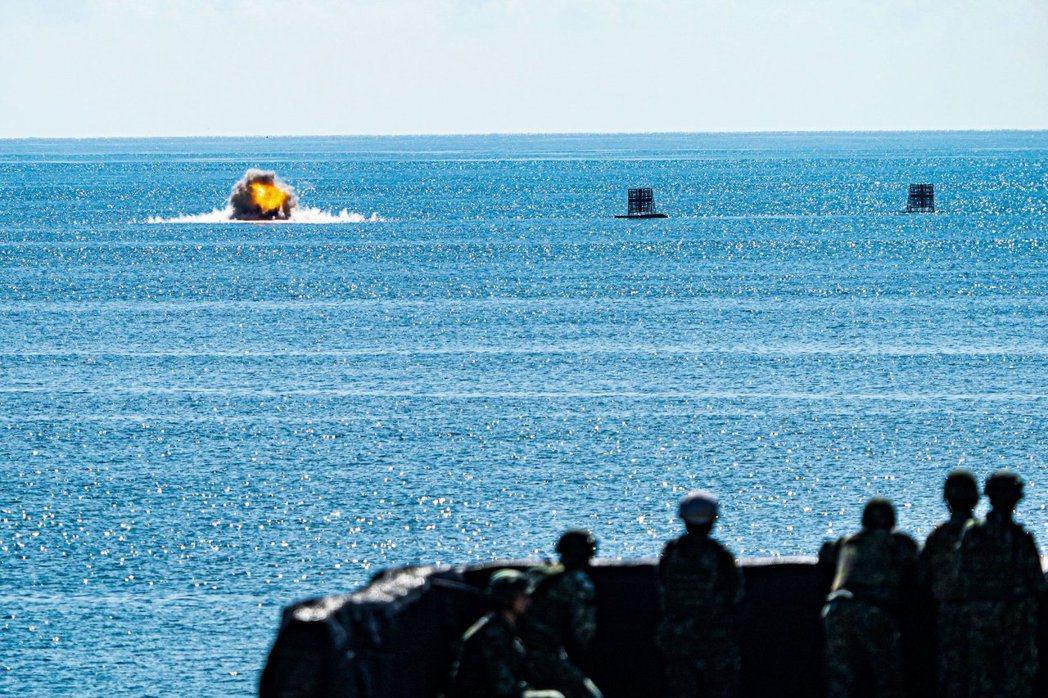 海軍陸戰隊陸戰九九旅戰車營日前參與天馬操演,實施拖式飛彈實彈射擊。 圖/中華民國海軍