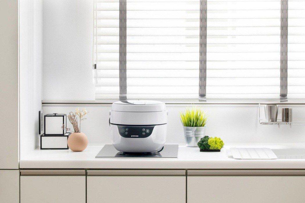 正夯的氣炸鍋,不只烹飪美味,還不用到處油煙味! 圖/設計家、蛙家