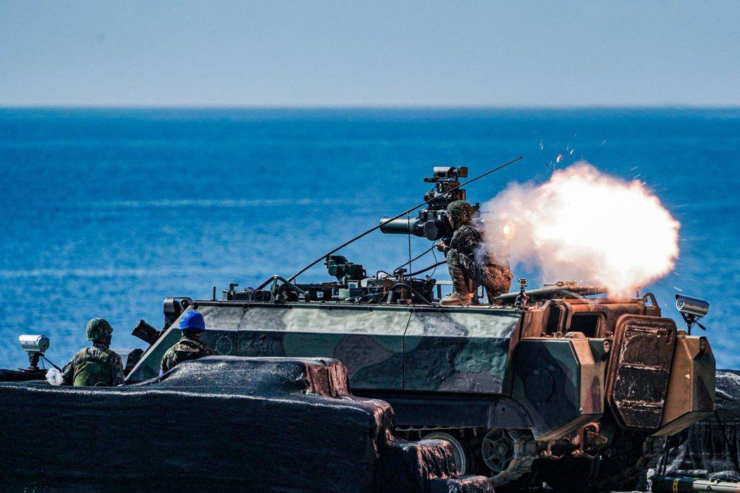 拖式飛彈實彈射擊畫面。 圖/中華民國海軍