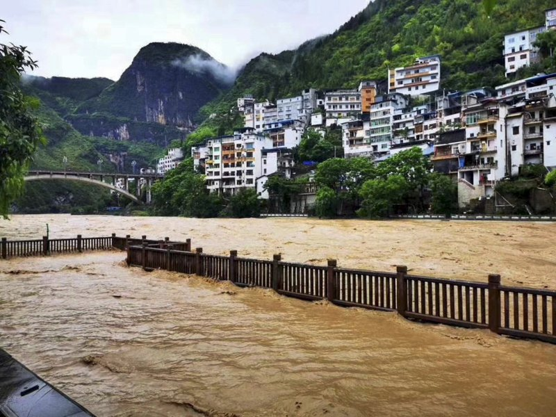 中國南方近日洪災不斷,意外引發網絡大戰,圖為重慶巫溪的洪水。新華社