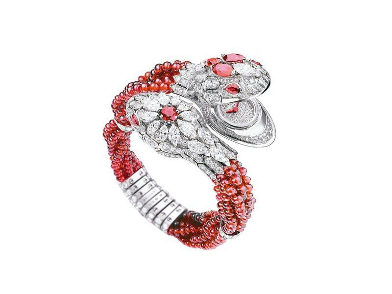 BVLGARI,Serpent Misteriosi Intrecciati頂級神祕珠寶表,1,806萬5,000元。圖 / BVLGARI提供