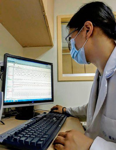 羅東博愛醫院睡眠中心配有多項睡眠生理檢查儀及同步影像擷取系統,可記錄病人睡眠時的...