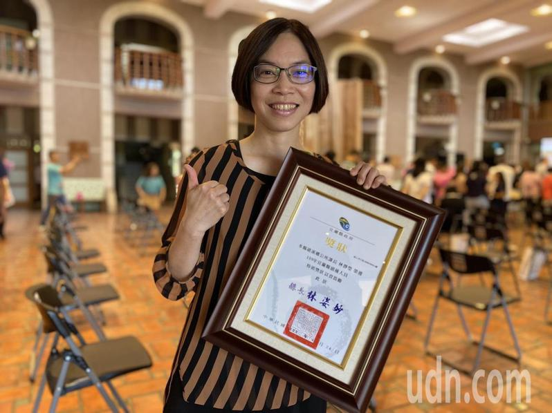 礁溪鄉公所課長林靜瑩等人獲選為績優人員。記者羅建旺/攝影