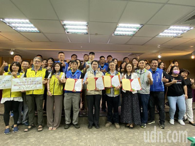 台南和屏東推出「海市山盟」優惠活動,入住參加活動的台南民宿滿1000元,即可獲得總價2000元的折扣券。記者鄭維真/攝影