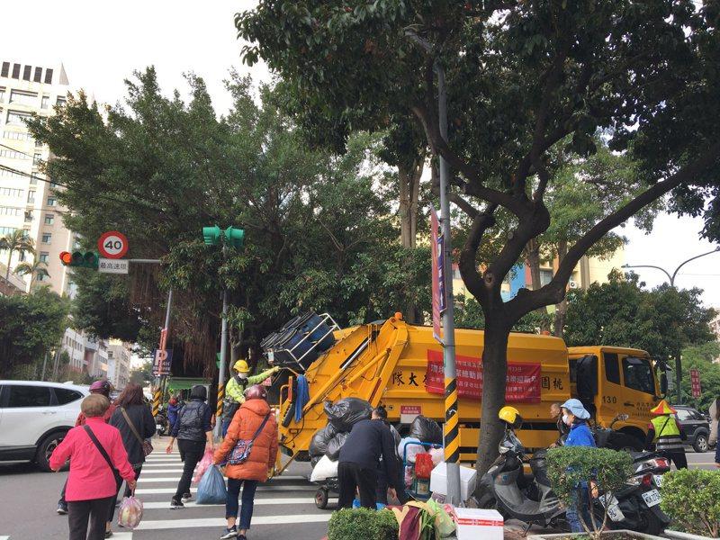 端午節4天連假將於明天登場,桃園市環境清潔稽查大隊指出,清潔隊垃圾車在連假期間依然維持正常收運。本報資料照