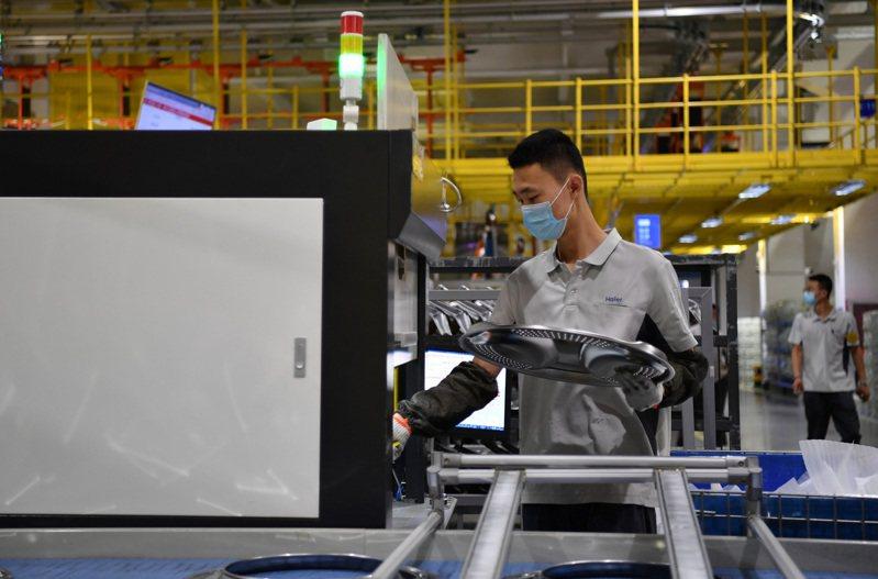 天津海爾洗衣機互聯工廠是天津市首批復工復產的大型企業之一。(新華社)