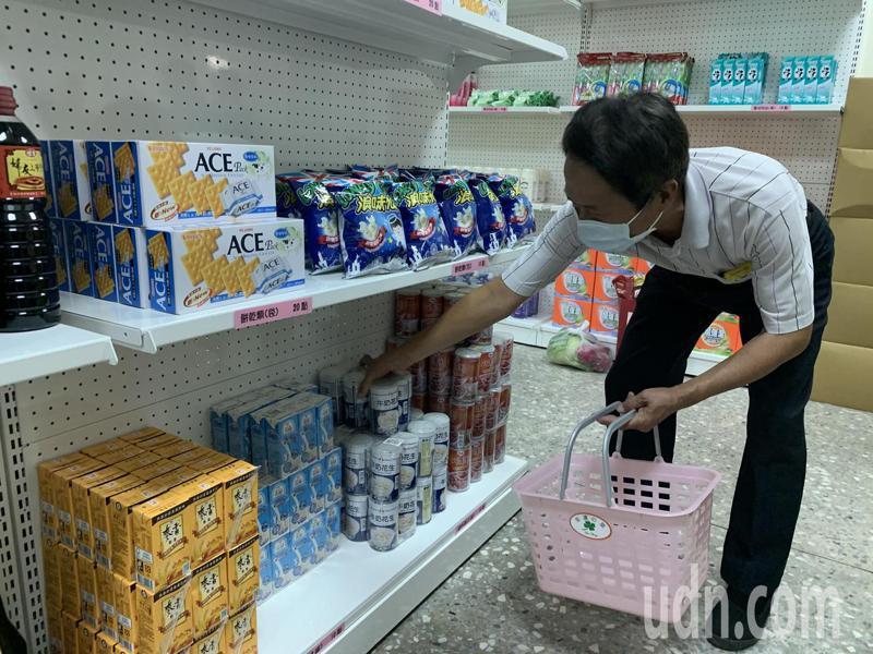 雲林斗南區實物銀行超市兌換物品期限,自核卡日起6個月內有效,持卡民眾可依本卡點數兌換所需物品。記者陳苡葳/攝影