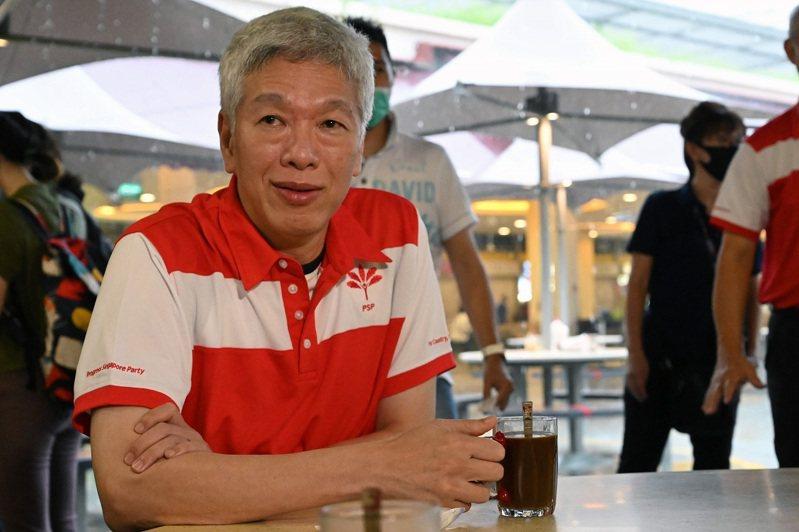 總理李顯龍的胞弟李顯揚24日與在野的新加坡前進黨創辦人陳清木共進早餐,並正式宣布投入該黨。法新社