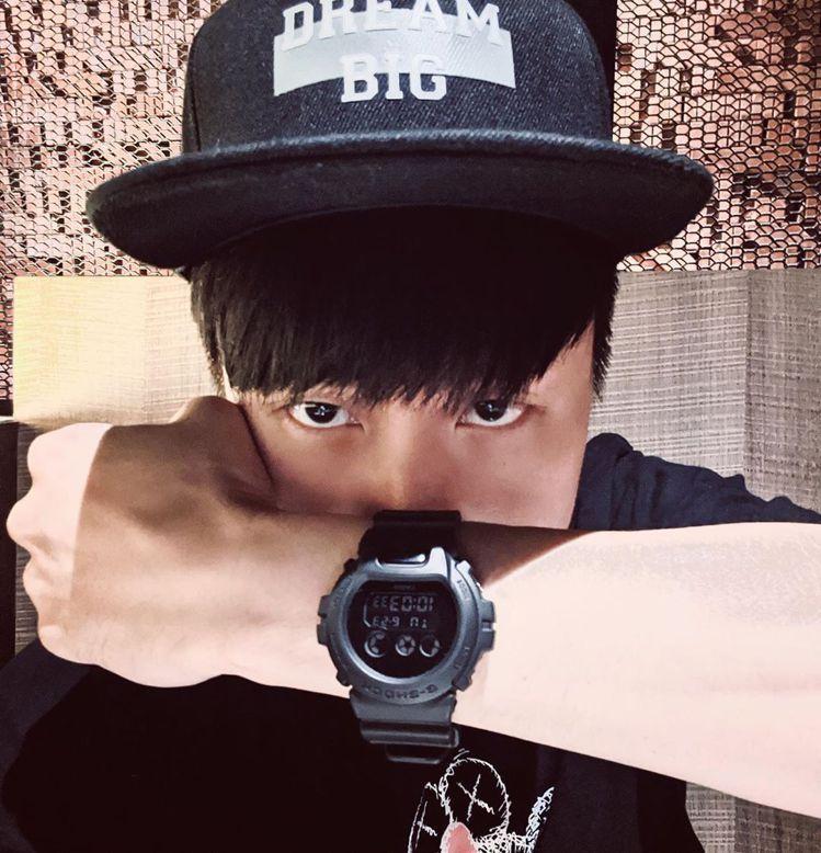 林俊傑搶先在個人IG上配戴示範G-Shock與SMG聯名腕表。圖/摘自林俊傑IG