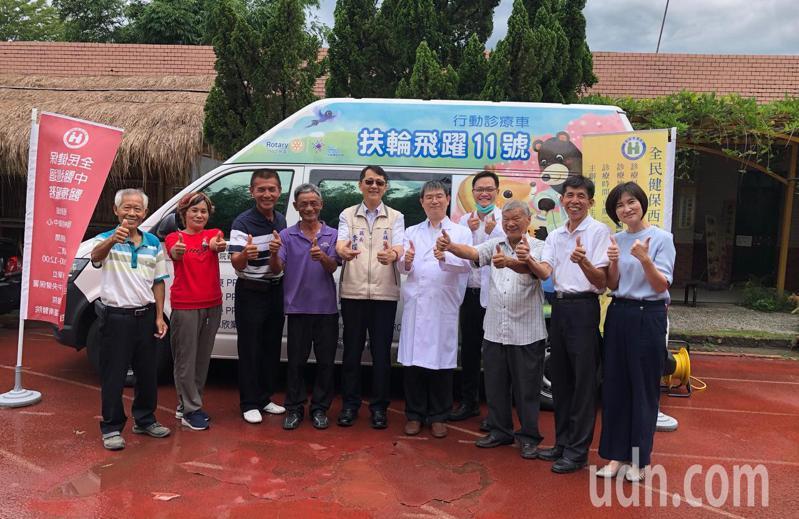 國際扶輪社今年1月8日贈送給台南地區的「超音波巡迴醫療車」,在新冠疫情解封後首航到台南左鎮偏鄉服務。圖/衛福部新化分院提供