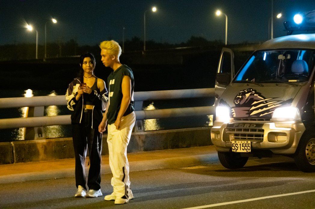 孫安佐(右)、夏紫薇(左)首度演出電影,備受觀眾期待。圖/華影國際提供