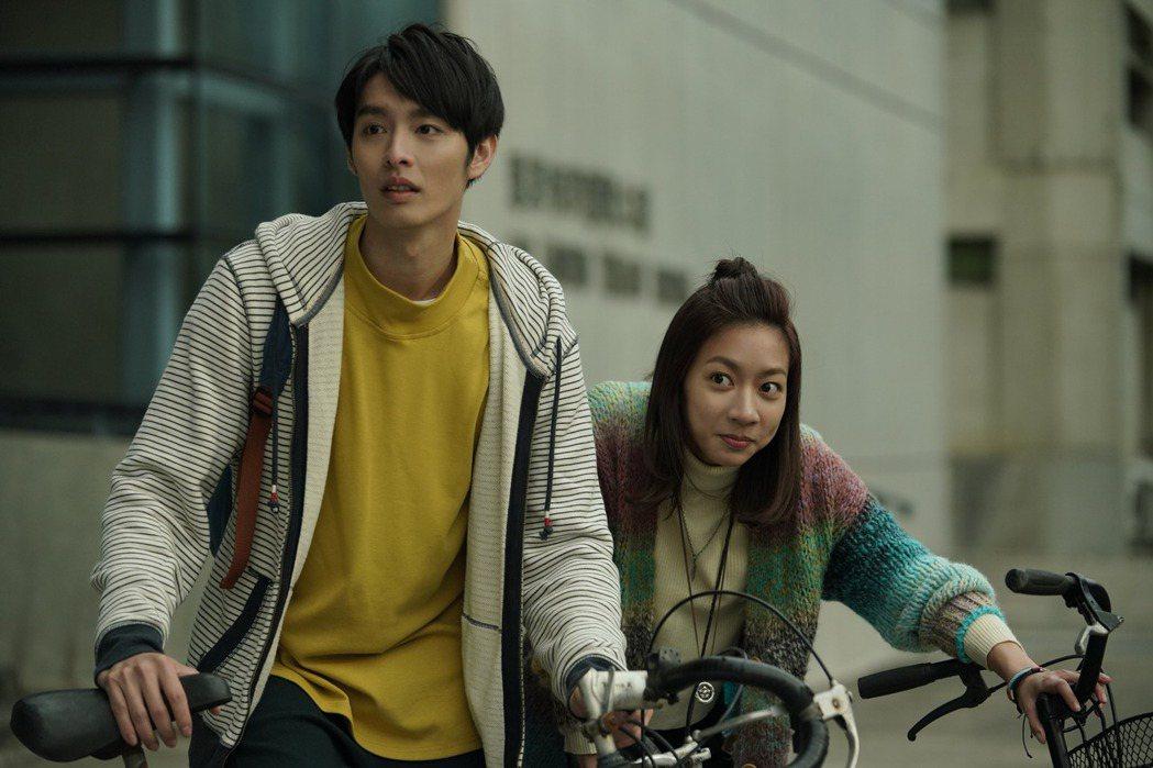 陳妤在片中喜歡曹佑寧(左)。圖/華映提供